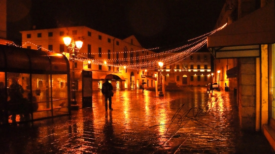 A wet winter night stroll through Vicenza, Italy (Part,1)